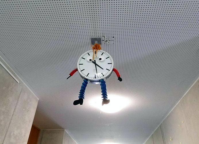 Uhr.jpg
